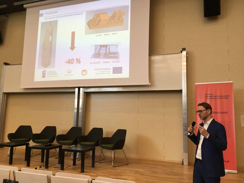 Bartłomiej Mroczek podczas prezentacji